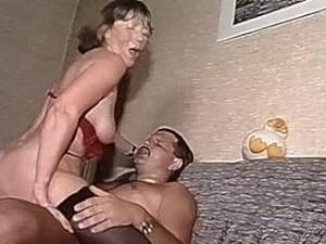 Zeer bejaarde oma neukt als een tiener