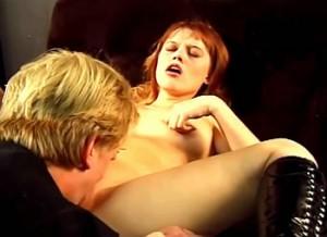 Kinky meid houd een oversekste kobold gevangen