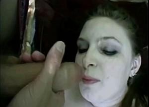 Vader trekt zijn piel af in dochter haar gezicht