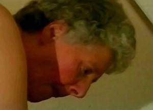 Oma anaal geneukt door kleinzoon zijn zwans