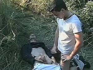 Schandknaap krijgt zwans tegen zijn huig geramd
